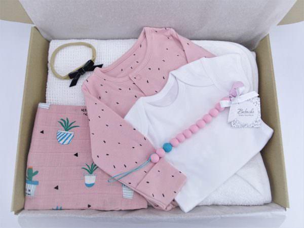 Кутия подарък за погача на новородено момиче
