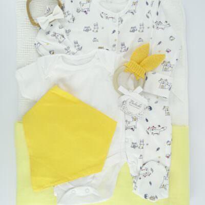 bebeshki-set-za-bebe-momiche-s-pelena-havliq-s-kachulka-rompur-bodi-i-julta-bandana