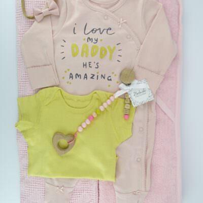golqm-komplekt-za-novorodeno-bebe-momiche-v-julto-i-rozovo